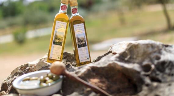Huile d'olives en bouteille, Oliveraie des Aumèdes, Crédit Photo H.Fabre