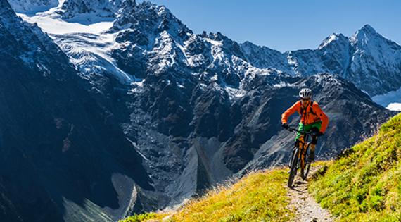 Balade vélo dans les Hautes-Alpes © ADDET 05