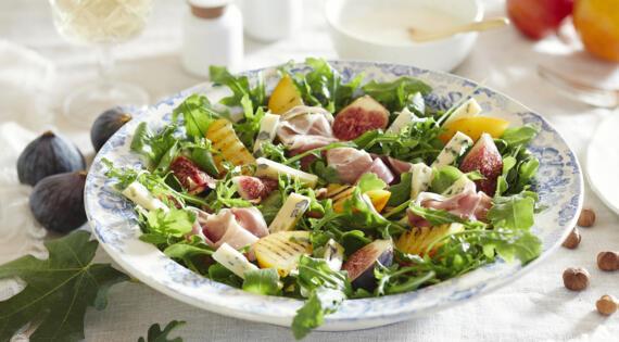 Recette Bienvenue a la ferme salade de pêches figues jambons fromage